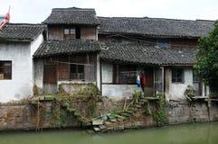 Ξεπερασμένα σπίτια στην πόλη Xinshi στοκ εικόνες