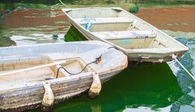 2 ξεπερασμένες βάρκες ζωγράφων ` s στο εσωτερικό λιμάνι της Βαλτιμόρης ` s στοκ φωτογραφίες με δικαίωμα ελεύθερης χρήσης