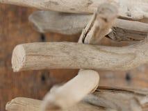 Ξεπερασμένη και εξασθενισμένη ξυλεία και ξυλεία σε μια παλαιά εγκαταλειμμένη καλύβα καλλιέργειας Στοκ φωτογραφία με δικαίωμα ελεύθερης χρήσης
