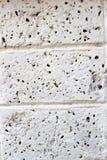 Ξεπερασμένη σύσταση του λεκιασμένου παλαιού σκοτεινού άσπρου και γκρίζου τουβλότοιχος Στοκ εικόνες με δικαίωμα ελεύθερης χρήσης