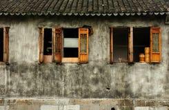 Ξεπερασμένο κτήριο στην πόλη Σαγκάη Fengjing Στοκ εικόνα με δικαίωμα ελεύθερης χρήσης