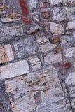 Ξεπερασμένο παλαιό cobble τσιμέντου τοίχων πετρών μεγάλο μικρό πλάγιο ύφος σοφιτών βάσεων σχεδίων στοκ φωτογραφίες