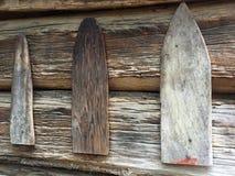 Ξεπερασμένο περίληψη ξύλο στην πλευρά μιας της όξινης απορροής σιταποθήκης Στοκ φωτογραφία με δικαίωμα ελεύθερης χρήσης