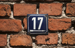 Ξεπερασμένο σμαλτωμένο πιάτο αριθμός 17 Στοκ φωτογραφία με δικαίωμα ελεύθερης χρήσης