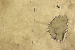 Ξεπερασμένο στρατιωτικό ύφασμα κάλυψης στρατού χακί με το μπάλωμα, ΤΣΕ Στοκ εικόνα με δικαίωμα ελεύθερης χρήσης