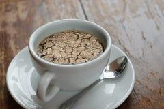 Ξεράνετε το ραγισμένο χώμα καμία βροχή στον καφέ Στοκ φωτογραφίες με δικαίωμα ελεύθερης χρήσης