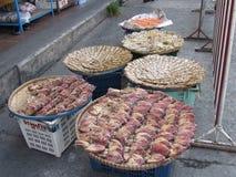 Ξεραίνοντας ψάρια και τρόφιμα σε Pattaya Ταϊλάνδη Στοκ εικόνα με δικαίωμα ελεύθερης χρήσης