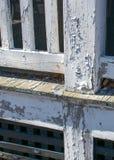 Ξεφλούδισμα του άσπρου χρώματος στο παλαιό μέρος στοκ εικόνες με δικαίωμα ελεύθερης χρήσης