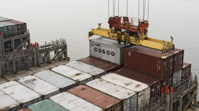 Ξεφορτώνοντας φορτίο, λιμένας Tangshan, Κίνα Στοκ Φωτογραφία