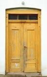 Ξεφλουδισμένη παλαιά πόρτα Στοκ Φωτογραφίες