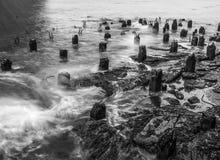 Ξεχασμένες προσδέσεις στον ανατολικό ποταμό στοκ φωτογραφίες