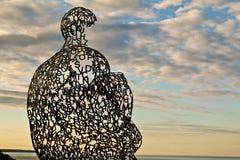 Ξεχείλισμα ΙΙ γλυπτό που αγνοεί τη λίμνη Μίτσιγκαν Στοκ Εικόνες