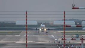 Ξημερώματα αναχώρησης αεροπλάνων απόθεμα βίντεο