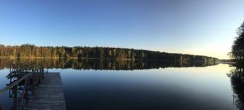 Ξημερώματα από τη λίμνη στοκ εικόνες