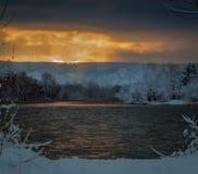 Ξημερώματα με το πρώτο χιόνι Στοκ Φωτογραφίες