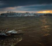 Ξημερώματα με το πρώτο χιόνι Στοκ φωτογραφία με δικαίωμα ελεύθερης χρήσης