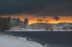 Ξημερώματα με το πρώτο χιόνι Στοκ Φωτογραφία