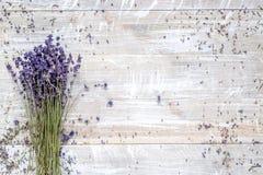 Ξηρά ανθοδέσμη laveder στο ξύλινο διάστημα άποψης υποβάθρου τοπ για το κείμενο Στοκ φωτογραφίες με δικαίωμα ελεύθερης χρήσης