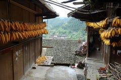 Ξηρά δημητριακά με το κινεζικό χωριό μειονότητας Στοκ φωτογραφία με δικαίωμα ελεύθερης χρήσης