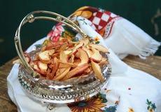 Ξηρά μήλα στο chrystal βάζο Στοκ εικόνες με δικαίωμα ελεύθερης χρήσης