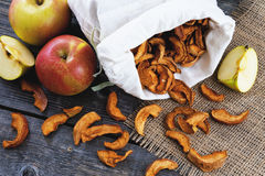 Ξηρά μήλα στο σάκο και τα μήλα Στοκ φωτογραφίες με δικαίωμα ελεύθερης χρήσης