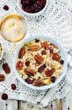 Ξηρά τα βακκίνια πεκάν της Apple και καφετί άγριο ρύζι Στοκ εικόνα με δικαίωμα ελεύθερης χρήσης