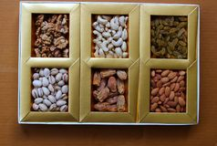 Ξηρά φρούτα σε ένα κιβώτιο στοκ εικόνα με δικαίωμα ελεύθερης χρήσης