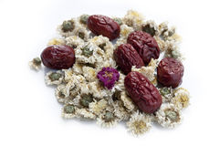 Ξηρά jujube φρούτα, κινεζικές ημερομηνίες και κινεζικά chamomile λουλούδια Στοκ Εικόνα