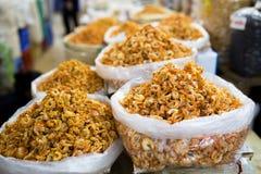 Ξηρές γαρίδες στην αγορά Στοκ Φωτογραφίες