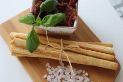 ξηρές ντομάτες, grissini, ιταλικά τρόφιμα, ιταλικά πρόχειρα φαγητά, Στοκ Εικόνες