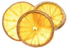 Ξηρές πορτοκαλιές φέτες φρούτων που απομονώνονται στο άσπρο υπόβαθρο οργανικός Στοκ Εικόνα