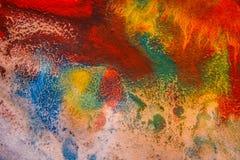 Ξηρές ραβδώσεις του πολύχρωμου χρώματος με τις ρωγμές Στοκ εικόνες με δικαίωμα ελεύθερης χρήσης
