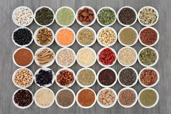 Ξηρές σκόνες τροφίμων και συμπληρωμάτων διατροφής στοκ εικόνα