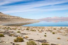 Ξηρασία στη λίμνη περιπατητών στοκ φωτογραφία