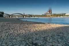 Ξηρασία στη Γερμανία, χαμηλό νερό στον ποταμό του Ρήνου στοκ εικόνα