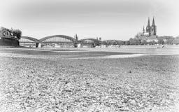 Ξηρασία στη Γερμανία, χαμηλό νερό στον ποταμό του Ρήνου στοκ εικόνα με δικαίωμα ελεύθερης χρήσης