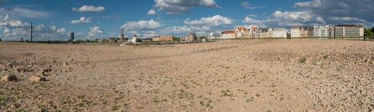 Ξηρασία στη Γερμανία, χαμηλό νερό στον ποταμό του Ρήνου Στοκ φωτογραφία με δικαίωμα ελεύθερης χρήσης