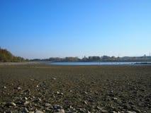 Ξηρασία - σχεδόν κενή λίμνη στοκ φωτογραφία