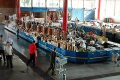 Ξηροί καρποί, γλυκά, παστωμένα λαχανικά και καρυκεύματα στο bazaar Στοκ φωτογραφία με δικαίωμα ελεύθερης χρήσης