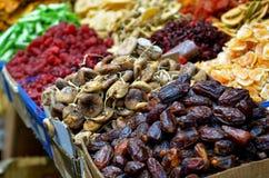 Ξηροί καρποί στην επίδειξη στα τρόφιμα marke Στοκ φωτογραφία με δικαίωμα ελεύθερης χρήσης