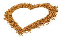 Ξηροί κόκκοι στιγμιαίου καφέ με μορφή μιας καρδιάς - καφετιά σύσταση στοκ εικόνες