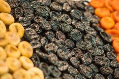 Ξηρός - υπόβαθρο φρούτων Σειρές των ξηρών καρπών στην αγορά του Sochi Στοκ εικόνα με δικαίωμα ελεύθερης χρήσης