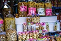 Ξηρός - φρούτα που συσκευάζονται στις τσάντες για την πώληση στις αγορές Στοκ φωτογραφία με δικαίωμα ελεύθερης χρήσης