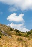 Ξηρός λόφος με το σαφή ουρανό Στοκ φωτογραφίες με δικαίωμα ελεύθερης χρήσης