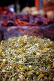 Ξηρός chamomile στην αγορά καρυκευμάτων Στοκ εικόνες με δικαίωμα ελεύθερης χρήσης