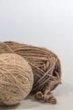 Ξηρότερο νήμα σφαιρών και μαλλιού με το άσπρο διάστημα με το κάθετο σχήμα Στοκ εικόνα με δικαίωμα ελεύθερης χρήσης
