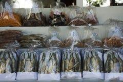 Ξηρό αναμνηστικό θαλασσινών και τροφίμων και δώρων στο τοπικό κατάστημα Στοκ Εικόνες