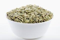 ξηρό γεμισμένο λευκό σπόρων κολοκύθας κύπελλων Στοκ εικόνα με δικαίωμα ελεύθερης χρήσης