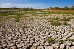 Ξηρό και ραγισμένο χώμα Στοκ Φωτογραφίες