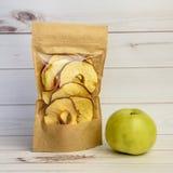 Ξηρό μήλο με την κανέλα Στοκ Εικόνες